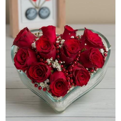 Sevginin Büyüsü 11 Kırmızı Gül Aranjmanı