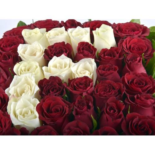 Güllere Yazdım Baş Harfini Kişiye Özel Gül Arajmanı.